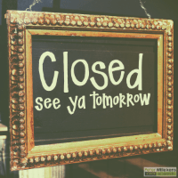 Bord met de tekst Closed: See ya tomorrow
